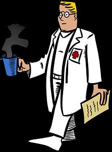 medico pediatra con taza de cafe