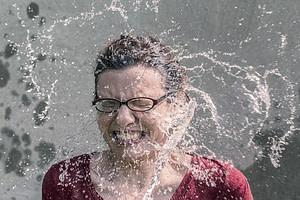 jarro agua fria en la cara