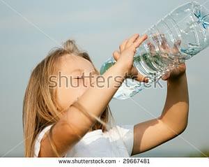 bebiendo agua mimi